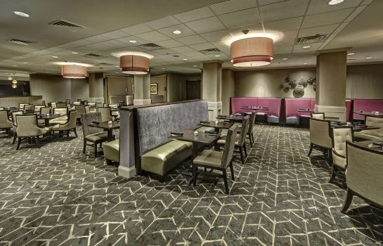 Restaurant DoubleTree by Hilton Decatur Riverfront