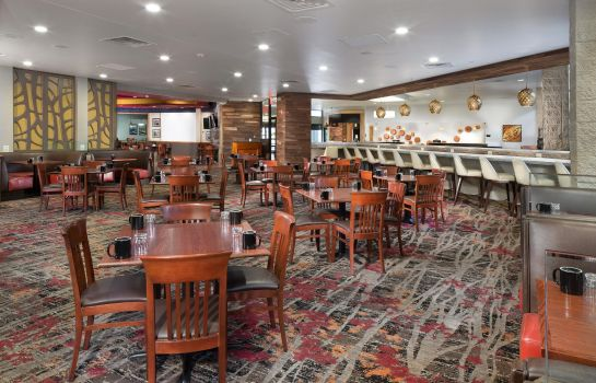 Restaurant DoubleTree by Hilton Lawrence
