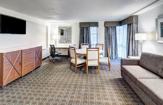 Suite DoubleTree by Hilton Milwaukee Downtown