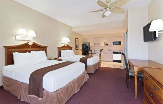 Standard room Howard Johnson St Petersburg Beach Resort