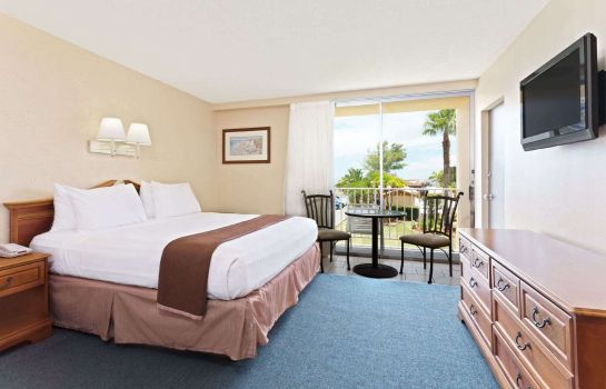 Room Howard Johnson St Petersburg Beach Resort