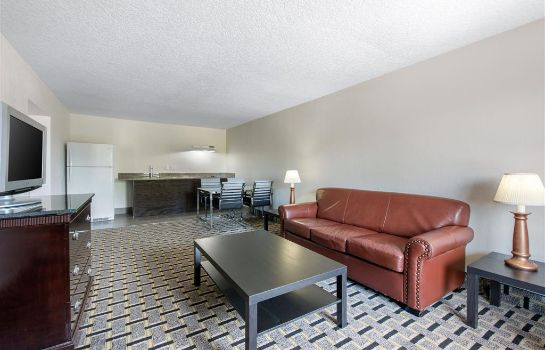 Suite Clarion Inn and Suites
