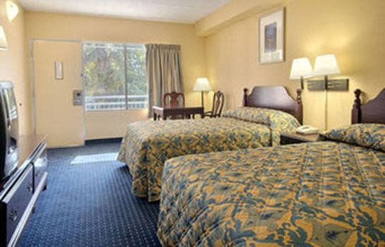 Zimmer HOWARD JOHNSON INN COLLEGE PAR
