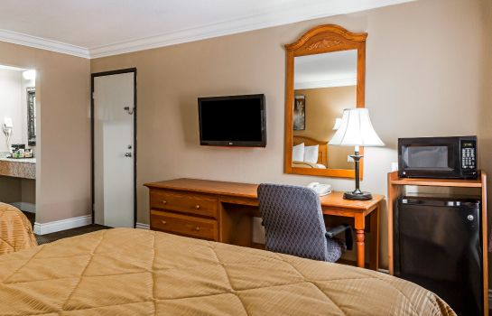 Room Quality Inn & Suites Atlanta Airport South