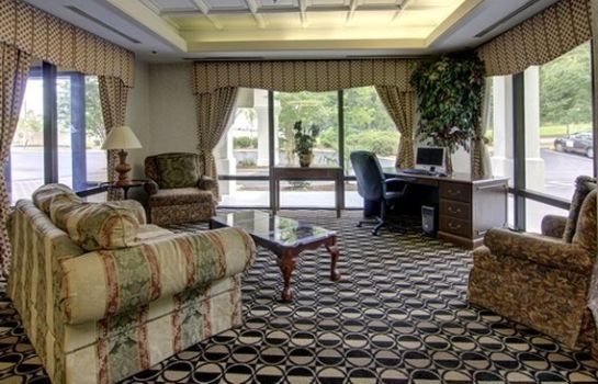Hall Quality Inn and Suites Austell
