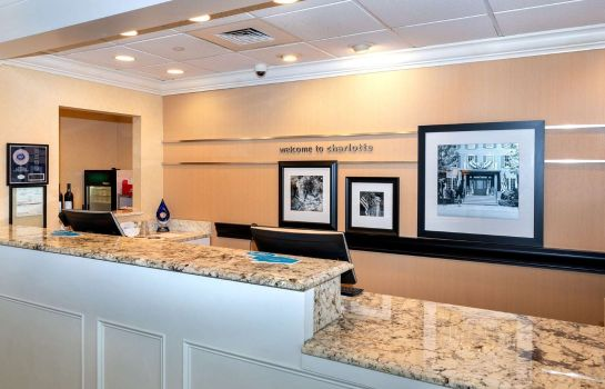 Vestíbulo del hotel Hampton Inn - Suites-Charlotte-SouthPark at Phillips Place