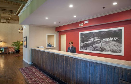 Vestíbulo del hotel Hampton Inn - Suites New Orleans Convention Cent