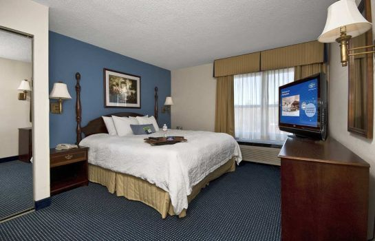 Zimmer Hampton Inn - Suites Raleigh-Cary I-40 -PNC Arena- NC