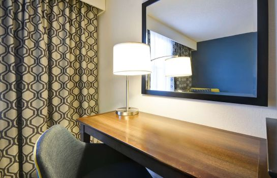 Zimmer Hampton Inn Sarasota-I-75 Bee Ridge FL