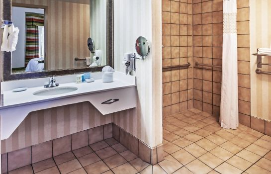 Zimmer Hampton Inn - Suites Tulsa-Woodland Hills 71st-Memorial