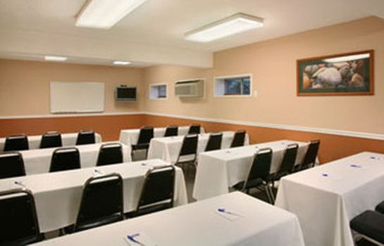 Sala konferencyjna HOWARD JOHNSON BY WYNDHAM PORT