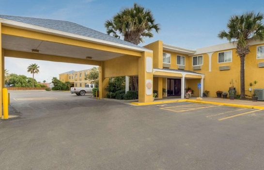 Exterior view Quality Inn & Suites on the Beach