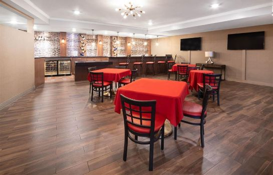 Bar de l'hôtel Ramada by Wyndham Burbank Airport