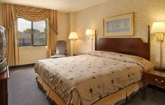 Room Ramada Lake Shore