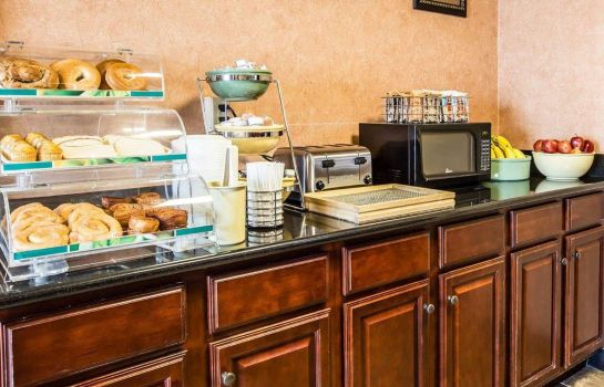 Restaurant Quality Inn and Suites Airpark East