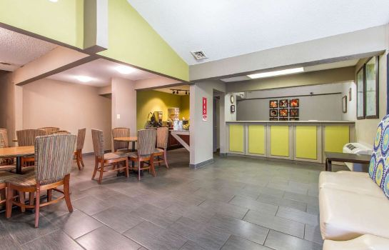 Lobby Econo Lodge Inn & Suites Gilbertsville