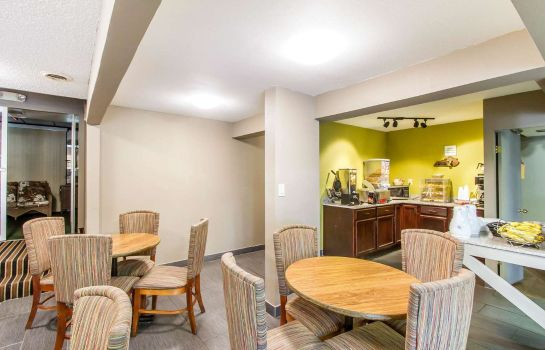 Restaurant Econo Lodge Inn and Suites Gilbertsville