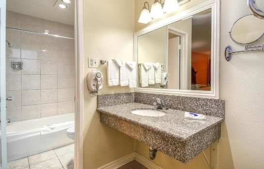 Bagno in camera Motel 6 Claremont CA