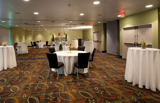 Restaurant Holiday Inn TULSA CITY CENTER