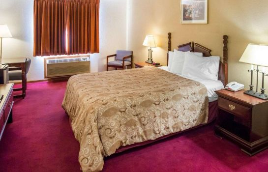 Double room (superior) Rodeway Inn Cedar Rapids