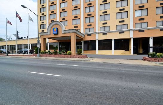 Exterior view Quality Inn and Suites New York Avenue