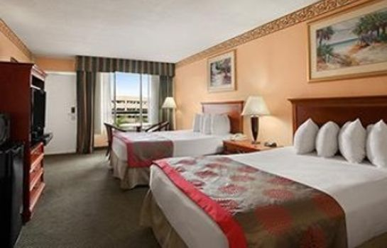 Room Ramada by Wyndham Hollywood Downtown