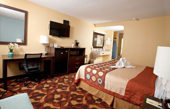 Standard room Super 8 Wichita Airport