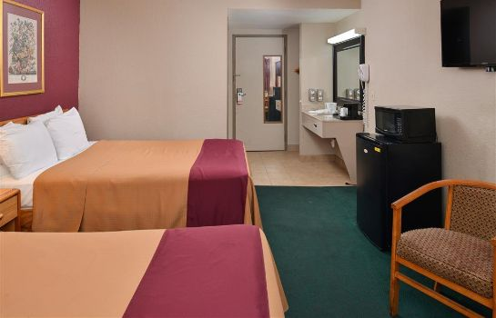 Room Super 8 Wichita Airport