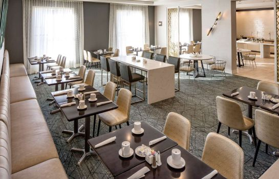 Restaurant DoubleTree by Hilton Boston Logan Airport Chelsea