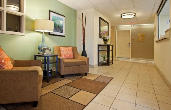 Lobby Candlewood Suites CHARLOTTE-UNIVERSITY