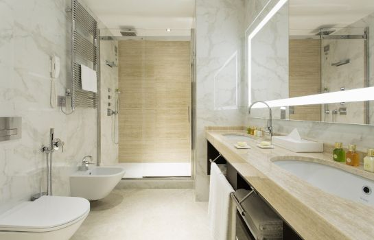 Zimmer Aleph Rome Hotel Curio Collection by Hilton