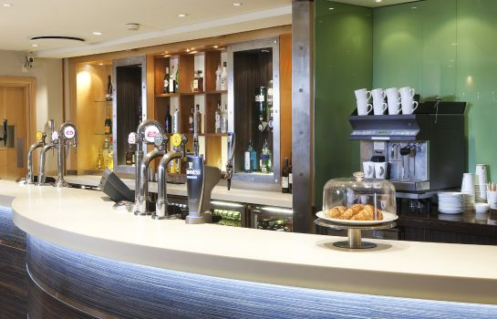 Bar del hotel JCT.4 Holiday Inn LONDON - HEATHROW M4