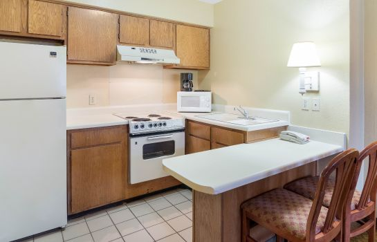 Suite Econo Lodge  Inn & Suites Six Flags