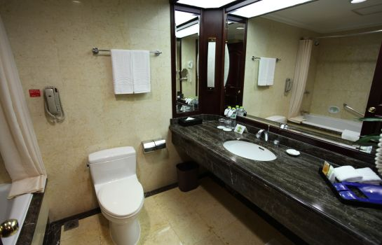 Bathroom Guxiang Hotel Shanghai (Former Howard Johnson Plaza Shanghai)