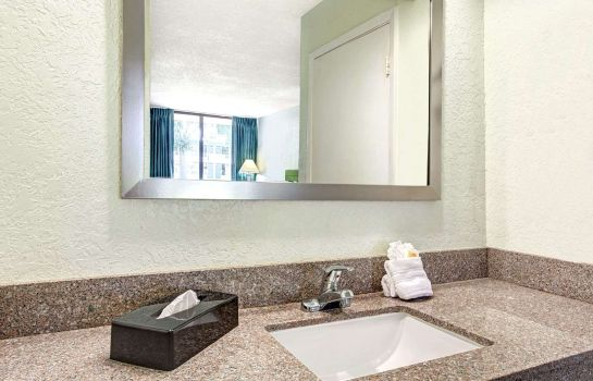 Zimmer DAYS INN KISSIMMEE FL