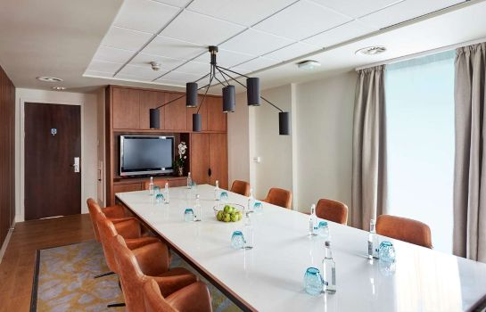 Conference room DoubleTree by Hilton London Excel