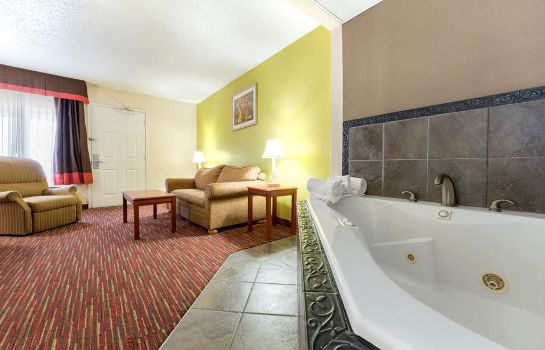 Suite BAYMONT INN & SUITES LOUISVILL