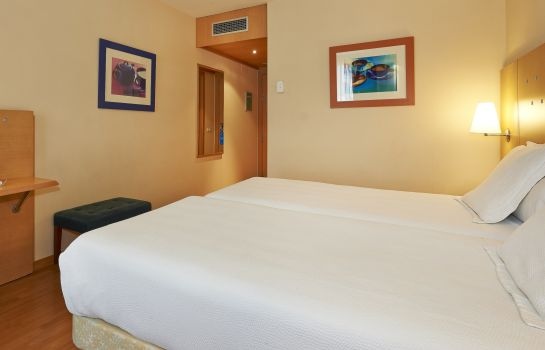 Double room (standard) NH PORTA DE BARCELONA