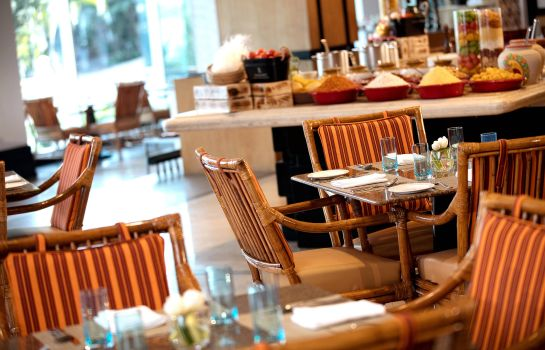 Restaurant Lakeside Chalet Mumbai - Marriott Executive Apartments