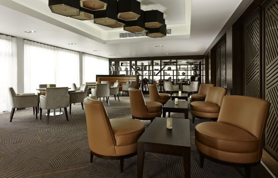 Bar del hotel DoubleTree by Hilton London - Ealing