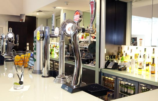 Hotel bar DoubleTree by Hilton Hotel London Heathrow Airport