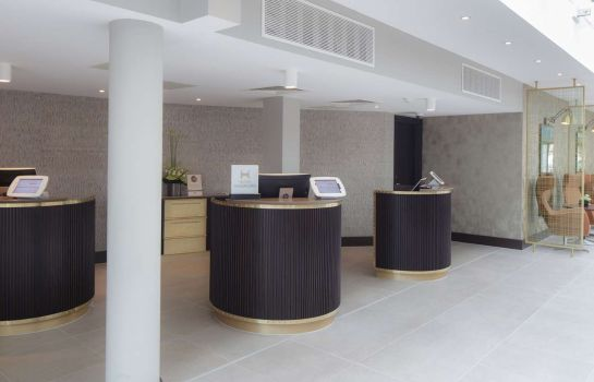 Vestíbulo del hotel DoubleTree by Hilton Hotel London Heathrow Airport