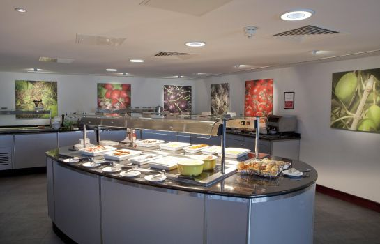 Restaurant DoubleTree by Hilton Hotel London Heathrow Airport
