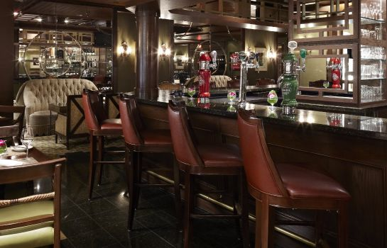 Hotel bar Montreal Marriott Chateau Champlain