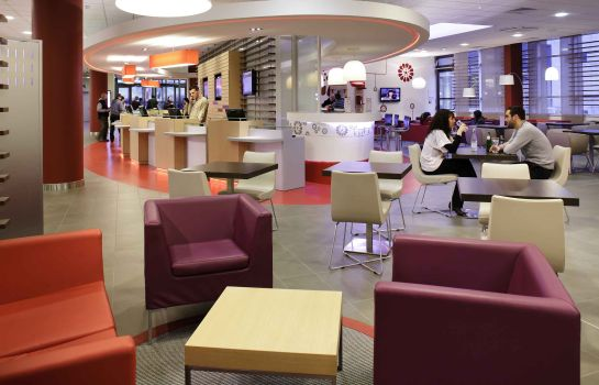 Bar del hotel ibis Paris CDG Airport