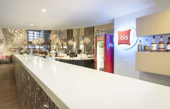 Hotel bar ibis Melbourne Hotel & Apartments
