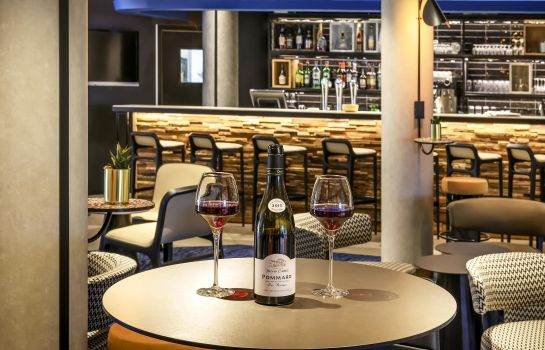 Bar hotelowy Novotel Beaune