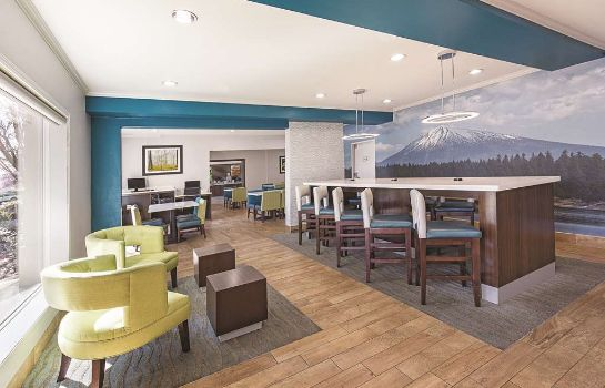 Hol hotelowy La Quinta Inn and Suites Central Point - Medford