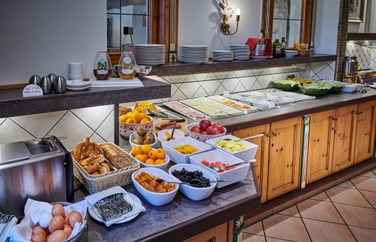 Breakfast buffet Forsters Posthotel