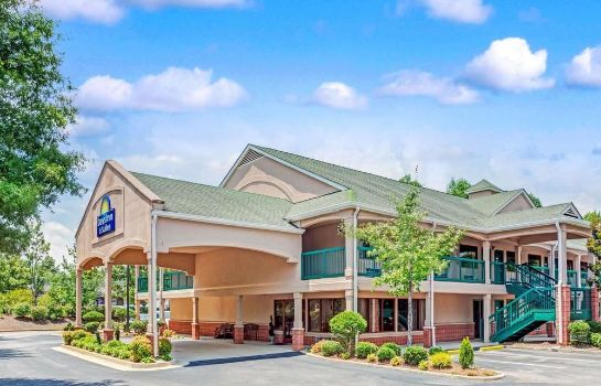 Vue extérieure Days Inn And Suites Peachtree City